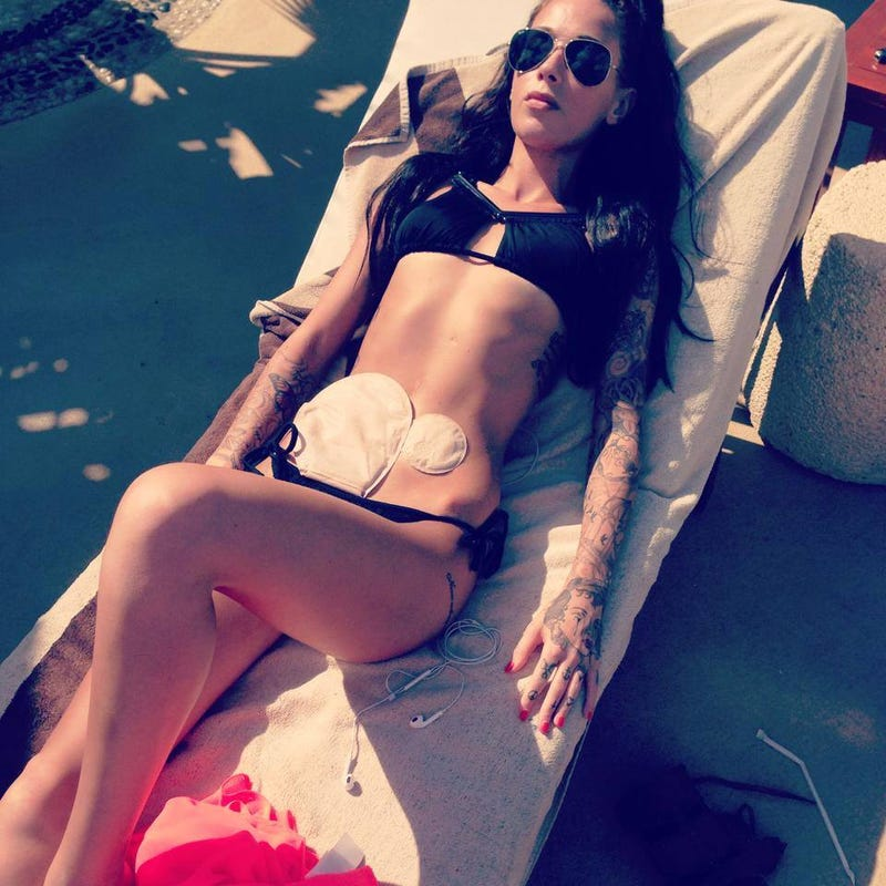 Woman Living With Crohn's and Colostomy Bag Pursues Modeling Career