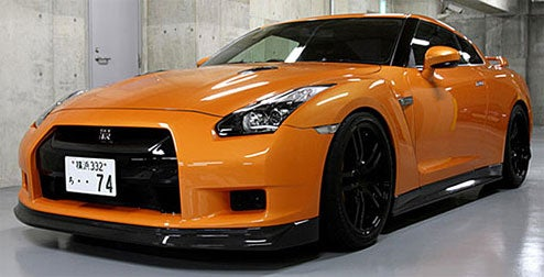 Zele Gently Carrying Nissan GT-R Carbon Fiber Body Kit To SEMA