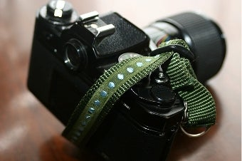 DIY Hand Strap Keeps Your DSLR Off the Ground