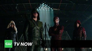 "Fantastic <i>Arrow/The Flash </i>Promo Showcases the ""Superhero Fight Club"""