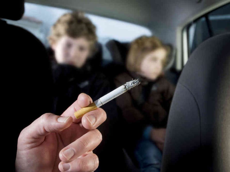 UK may ban smoking with children in the car