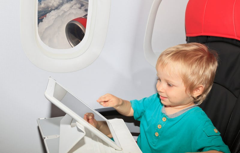 FAA Allows Portable Electronic Devices to Be Used During Entire Flight