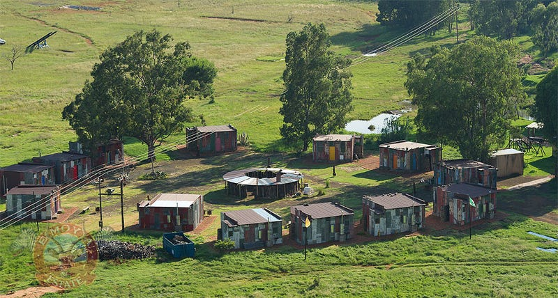 A Fake Slum for Luxury Tourists Who Don't Want to See Real Poverty