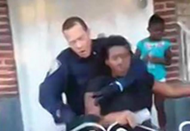 Pregnant Woman Gets Apparent NYPD Chokehold After Grilling on Sidewalk