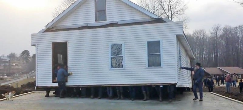 80 barehanded men lift and move an entire house into a new location