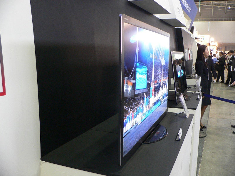 Samsung Shows Off Giant 40-inch OLED HDTV