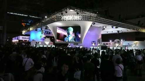 High Noon: Microsoft Booth vs. Sony Booth BRAWL!