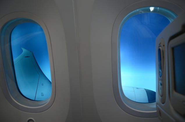 How Does It Feel to Fly In the Boeing Dreamliner?