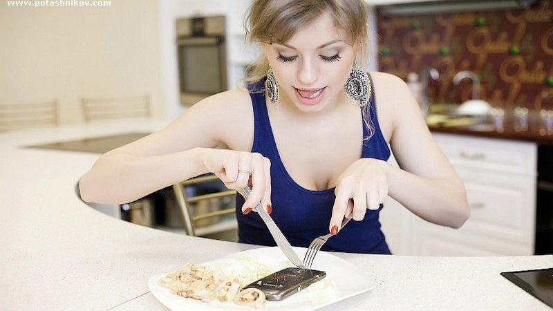 Strange Busty Russian Lady, Why in the Hell Are You Cooking Your Galaxy Nexus?