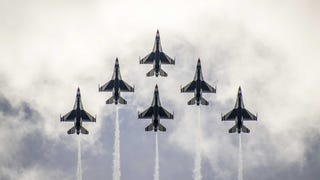 The USAF Thunderbirds in a perfect formation