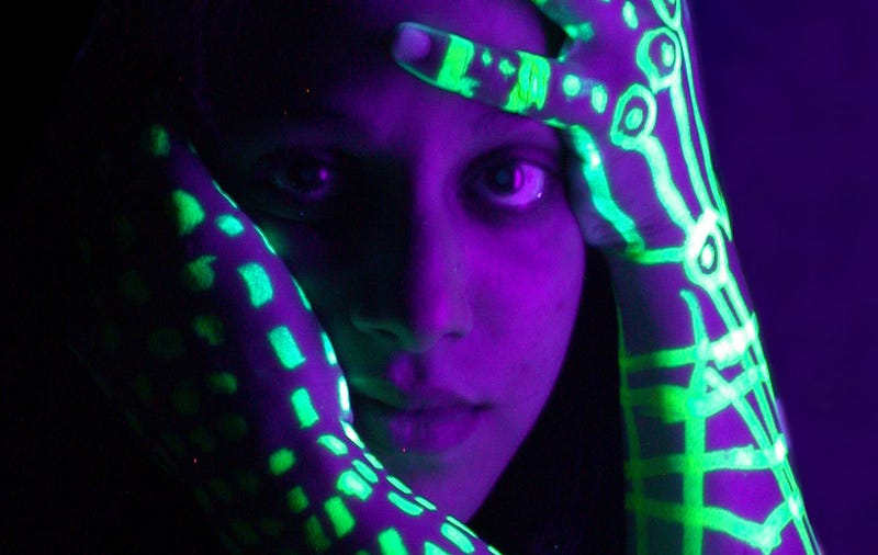 Shooting Challenge: Blacklight Portraits