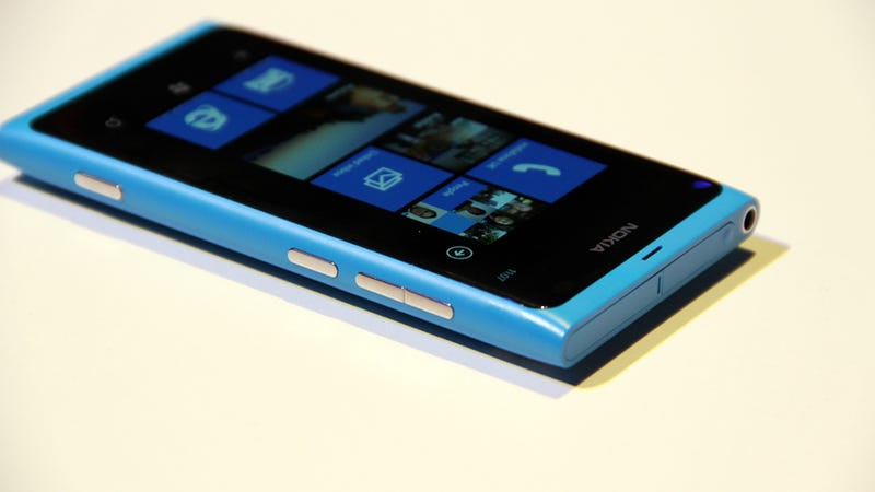 Nokia Confirms Lumia 800 Coming to US in Crazy Opulent Valentine's Day Bundle