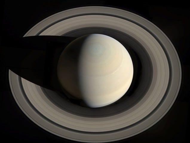 ¿Qué ocurriría si de repente aparecieses en los anillos de Saturno?