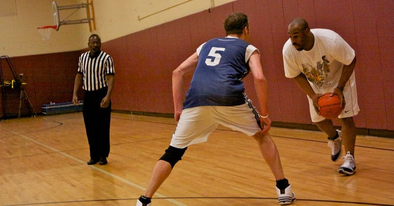 Donovan McNabb Makes Triumphant Minnesota Rec League Hoops Debut