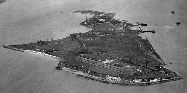The Island of Mass Graves, A Short Boat Ride From Manhattan