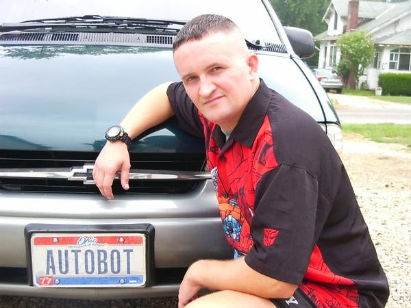 Artist Creates Real-Life Transformers