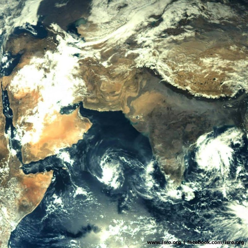 India's Mars probe takes a pic of its homeland