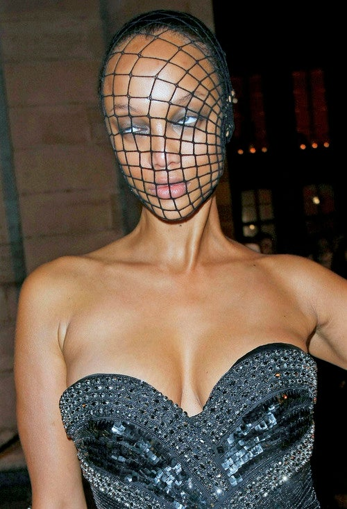 Freak Fishnet Accident Renders Tyra Banks Unable to Smize