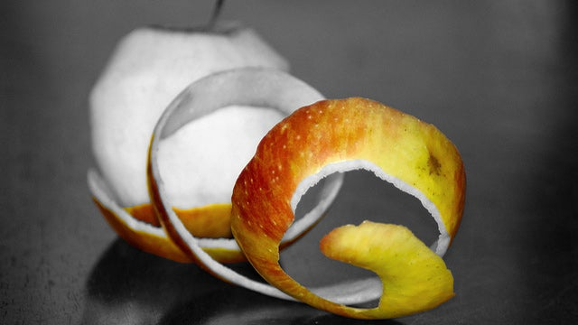 Remove Stains on Aluminum Pans with Apple Peels