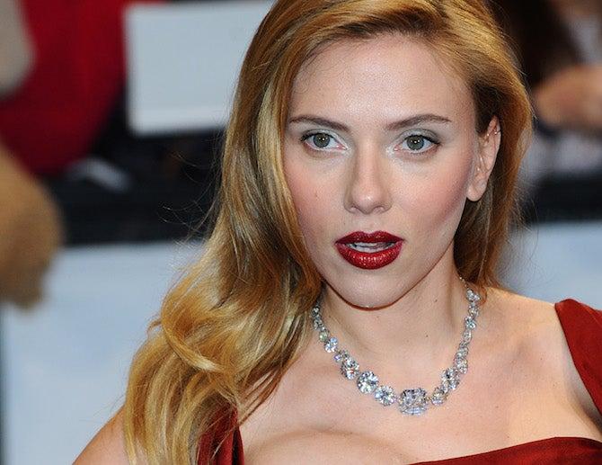 Breaking Hair News: Scarlett Johansson Got a Haircut