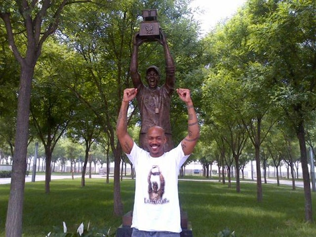 Stephon Marbury Statue Officially Unveiled In China, Dennis Rodman Gives Dedication Speech