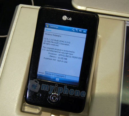 Shots of The LG Prada (?) Running Windows Mobile 6