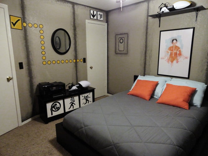 Portal-themed bedroom isn't a lie, is incredible