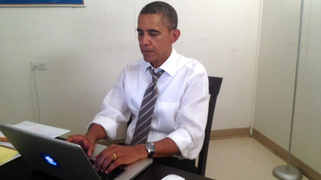 Obama Spends Final Hours of Presidential Campaign Browsing Reddit