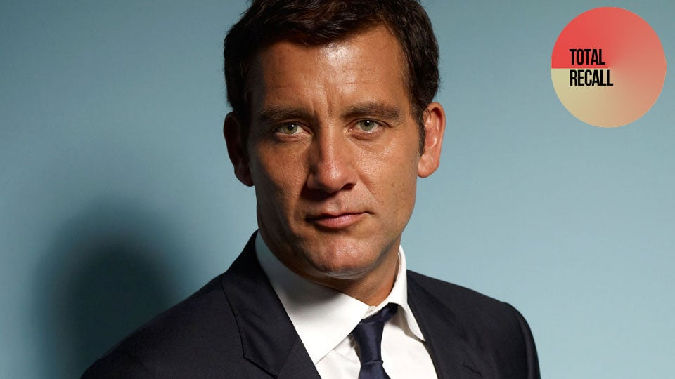 The 53-year old son of father Jess Owen and mother Pamela Cotton, 1.89 cm tall Clive Owen in 2017 photo