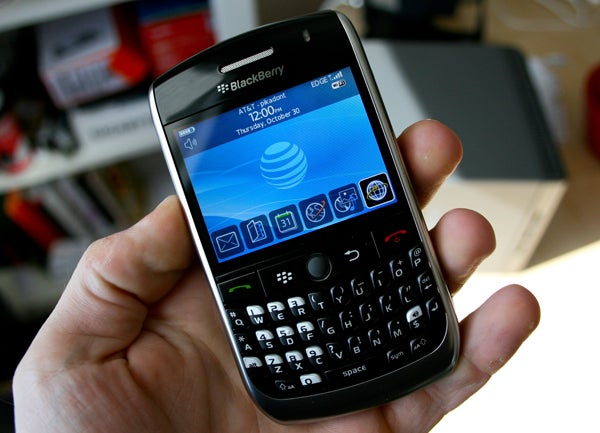 "BlackBerry Curve 8900 Officially Hitting AT&T in ""Early Summer"""