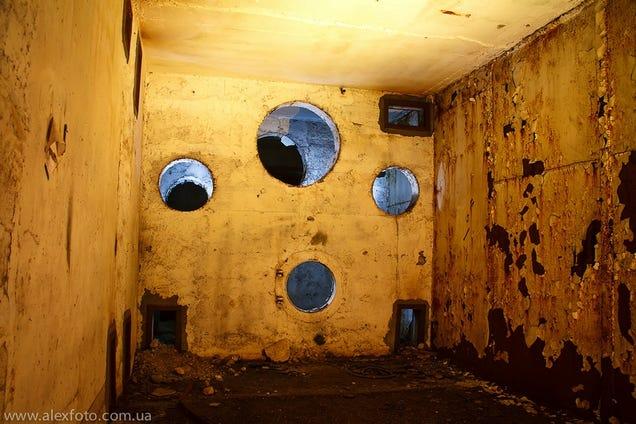 El distópico mundo de las bases de submarinos abandonadas 805315683942926253