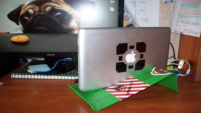 Build Your Own Vertical Laptop Stand for $3