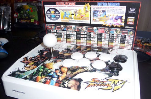 CES 09: Hands On With Mad Catz's SFIV FightStick & FightPad