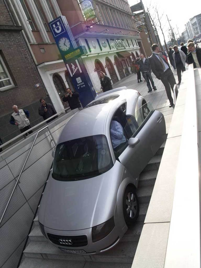"Thirty Vehicular ""You're Doing It Wrong"" Moments"