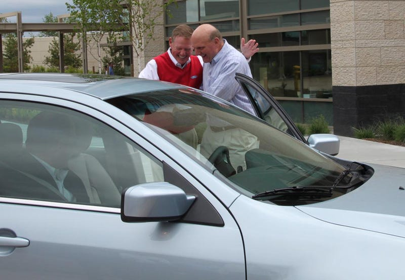Microsoft Employee Dusts Steve Ballmer, Alan Mulally