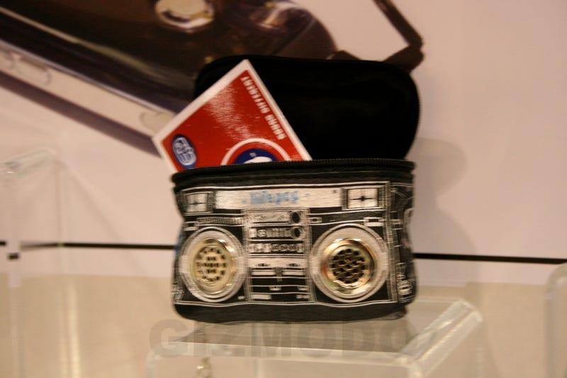 Hands-On: Lifepop Mini '80s Boombox