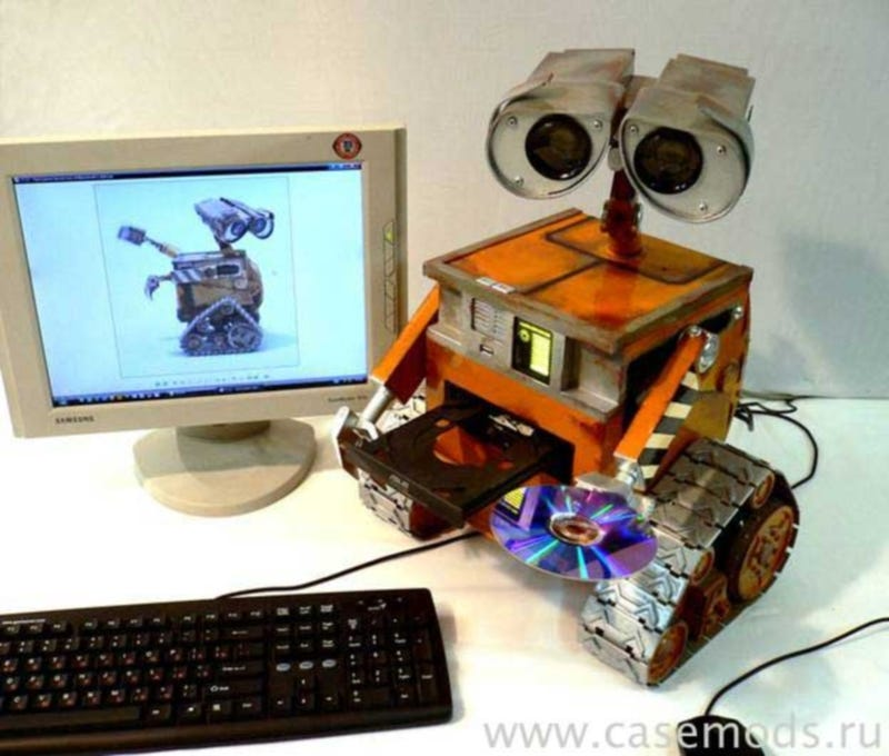 Unbelievably Detailed Wall-E PC Case Mod