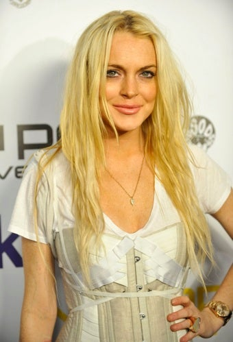 Lindsay Leaves In Tears, Angelina Makes Up Rumors About Jen, And Oprah Apologizes To Robin
