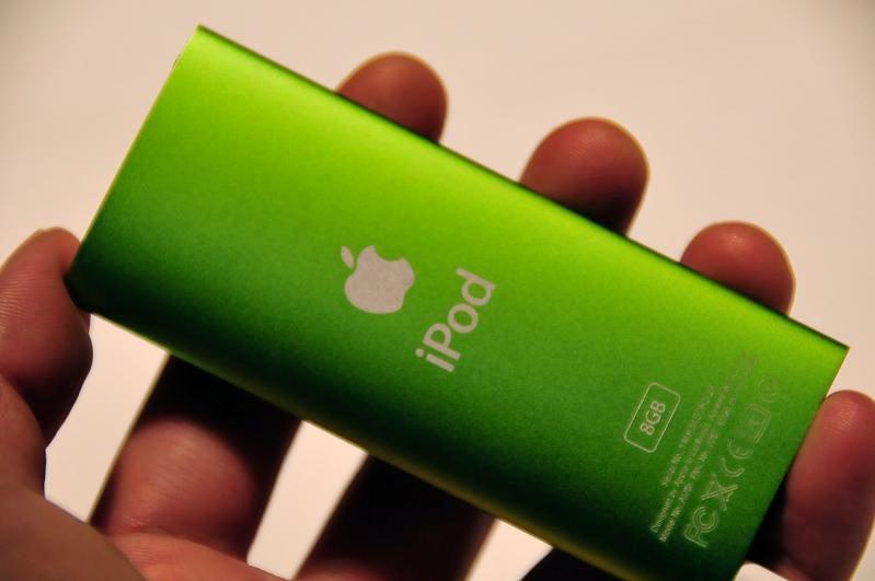 iPod Nano 4th Gen Sized-Up Against Its Ancestors