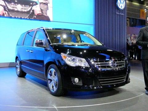 Chicago Auto Show: 2009 Volkswagen Routan Debuts