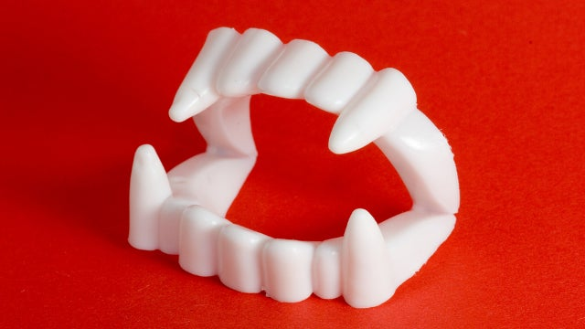 Homeless Man Attacked by Transient with 'Vampire Teeth'