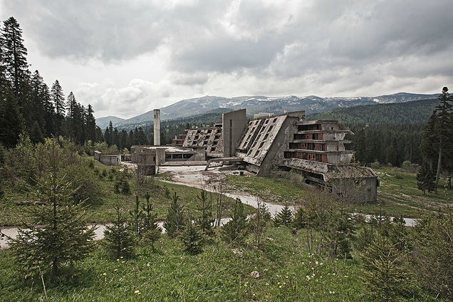 The Eery Ruins of 11 Abandoned Hotels