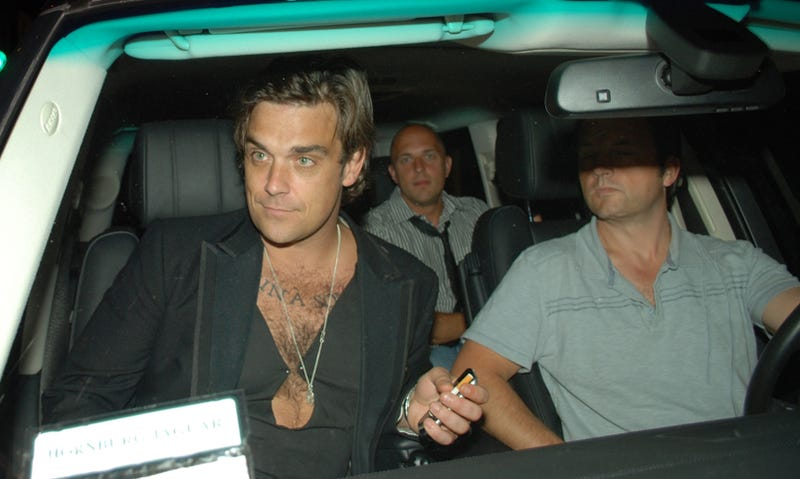 Robbie Williams Gets A Ride
