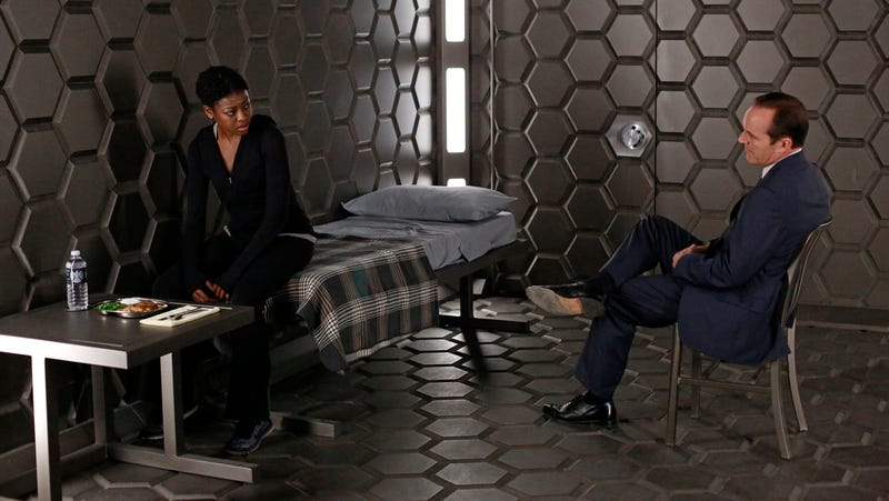 Agents of SHIELD is feeling more like Alias... thank goodness