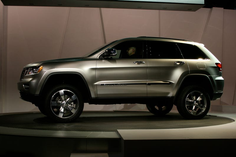 2011 Jeep Grand Cherokee: Mercedes Chassis Meets Hemi Power