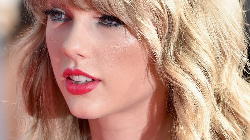 Taylor Swift Cheers Up Bullied Fan With Longform Instagram Comment