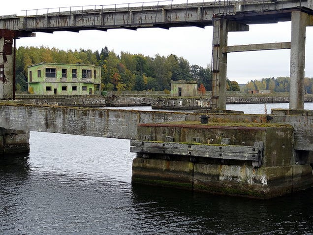 El distópico mundo de las bases de submarinos abandonadas 805315687347219373
