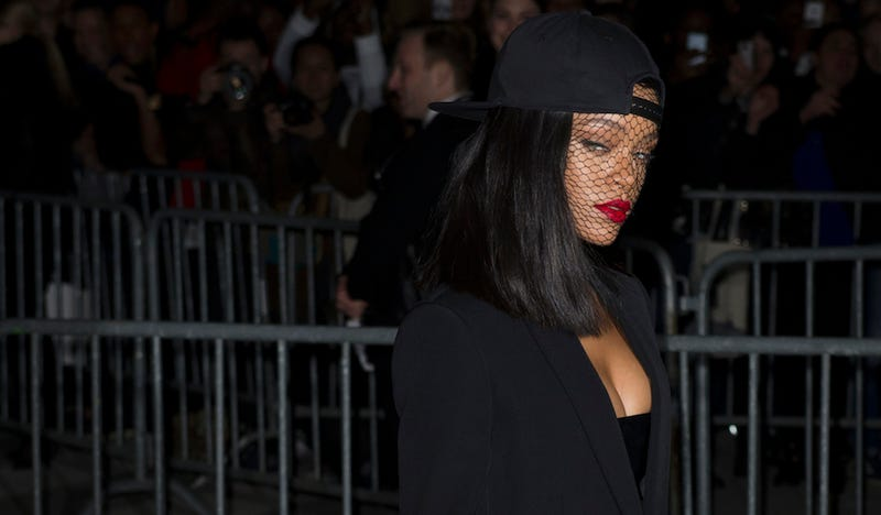 Rihanna, Some Singer or Whatever, Waited in Line For a Drink