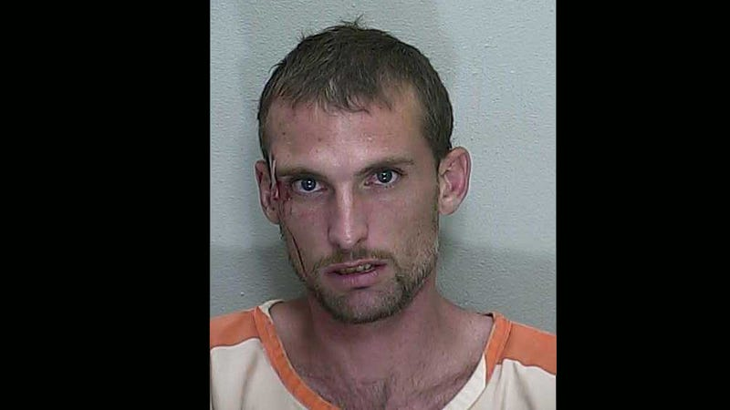 Man Leaves Kids in Car to Go Get Drunk, Is Beaten Up by Other Drinkers