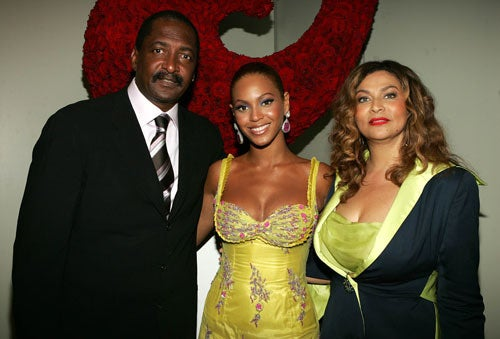 "Beyonce's Pop Hit With Paternity Suit; J.Lo Gave Madonna ""Super-Sharp Looks"""